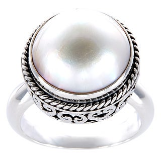 Handcrafted Antiqued Sterling Silver Mabe Pearl Bali Filigree Ring (12 mm) (Indonesia)