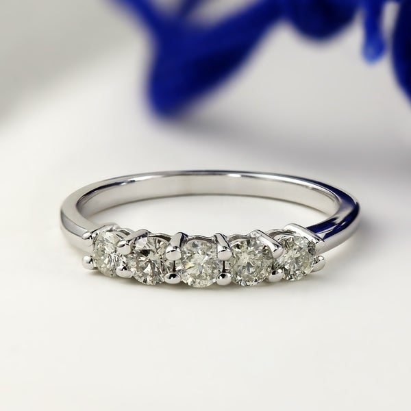 Auriya 10k Gold 1/2ctw 5-Stone Diamond Wedding Band