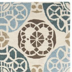 Safavieh Handmade Chatham Treasures Beige New Zealand Wool Rug (4' x 6')