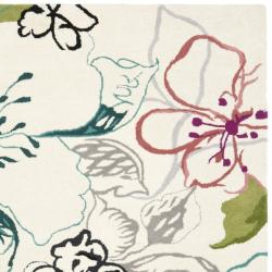 Safavieh Handmade Chatham Roses Ivory New Zealand Wool Rug (7' Square) - Thumbnail 1