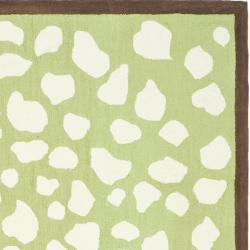 Safavieh Handmade Children's Safari Green/ Ivory N. Z. Wool Rug (4' x 6') - Thumbnail 1