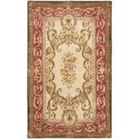 Safavieh Handmade Aubusson Maisse Light Gold/ Red Wool Rug - 5' x 8'