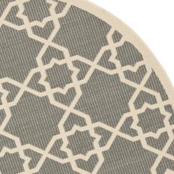 Safavieh Courtyard Geometric Trellis Grey/ Beige Indoor/ Outdoor Rug (6'7 Round) - Thumbnail 1