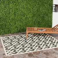 Safavieh Courtyard Contemporary Black/ Bone Indoor/ Outdoor Rug - 4' x 5'7