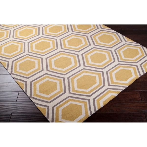 Hand-woven Yellow Petra Wool Area Rug (5' x 8')
