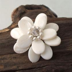 Handmade White Mother of Pearl Sweet Azalea Floral Pin/ Brooch (Thailand)