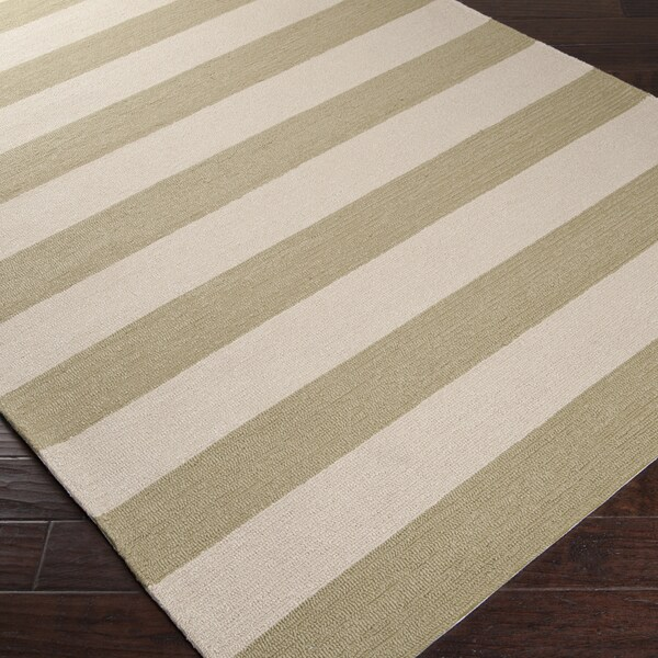 Hand-hooked Green Pembina Indoor/Outdoor Stripe Rug (5' x 8')