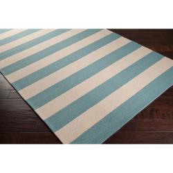 Hand-hooked Blue Maligne Indoor/Outdoor Stripe Rug (5' x 8') - Thumbnail 1