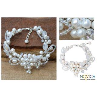 Handmade Pearl 'Iridescent' Quartz Bracelet (4, 6 mm) (Thailand) - White