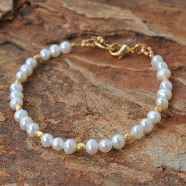 Handmade Gold Overlay 'Siam Moons' Pearl Bracelet (5 mm) (Thailand)