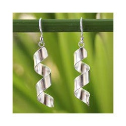 Sterling Silver 'Mae Ping Breeze' Earrings (Thailand)