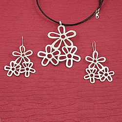 Handcrafted Alpaca Silver 'Floral Trio' Necklace and Earrings Set (Mexico)