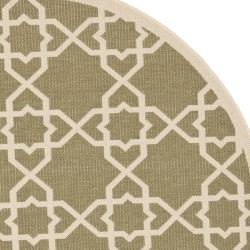 Safavieh Poolside Green/ Beige Indoor/ Outdoor Area Rug (5'3 Round)