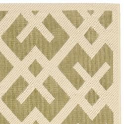 Safavieh Courtyard Contemporary Green/ Bone Indoor/ Outdoor Rug (2'4 x 6'7) - Thumbnail 1