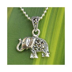 Handmade Sterling Silver 'Thai Elephant' Marcasite Necklace (Thailand)