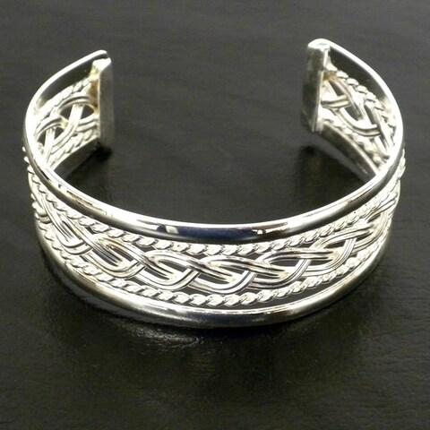 Handmade Mexican Artisan Handmande Braided Silver-overlay Cuff Bracelet (Mexico)