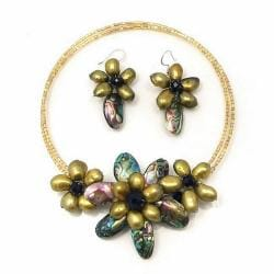 Handmade Pretty Floral Bloom Abalone Shells Jewelry Set (Thailand)