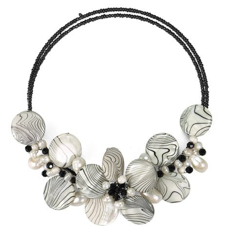 Handmade Charming Zebra Pattern Mother of Pearl Choker/Necklace (Thailand)