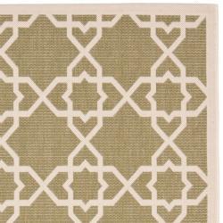 Safavieh Courtyard Geometric Trellis Green/ Beige Indoor/ Outdoor Rug (6'7 x 9'6) - Thumbnail 1