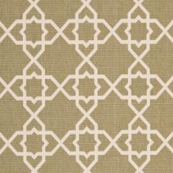 Safavieh Courtyard Geometric Trellis Green/ Beige Indoor/ Outdoor Rug (6'7 x 9'6) - Thumbnail 2