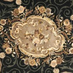 Safavieh Handmade French Aubusson Black Premium Wool Rug (4' x 4' Round) - Thumbnail 2