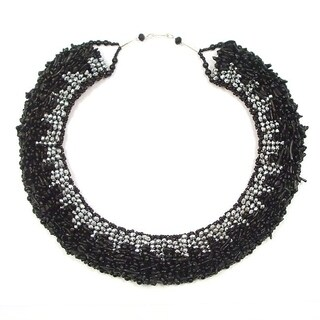 Handmade Black Synthetic Coral Dramatic Necklace (Thailand)