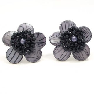 Handmade Sweet Daisy Gray Zebra Painted Mother of Pearl Clip On Earrings (Thailand)