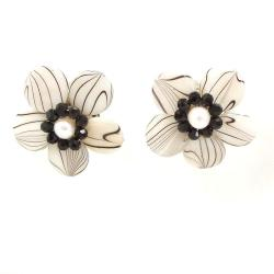 Handmade Sweet Daisy White Zebra Painted Mother of Pearl Clip On Earrings (Thailand) - Thumbnail 2