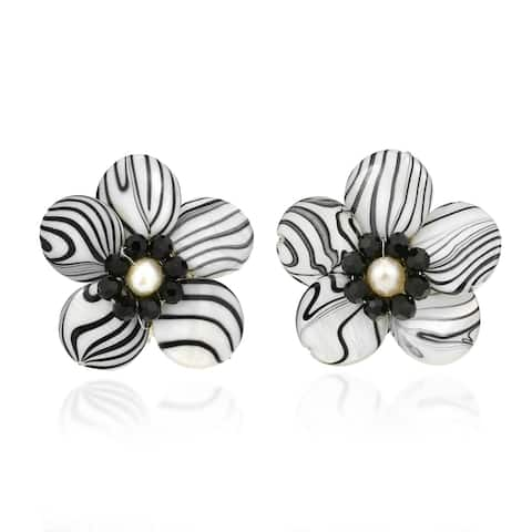 Handmade Sweet Daisy White Zebra Painted Mother of Pearl Clip On Earrings (Thailand)