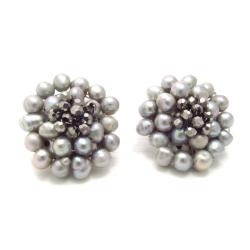 Handmade Silver Elegance Freshwater Pearl Chrysanthemum Clip On Earrings (Thailand)