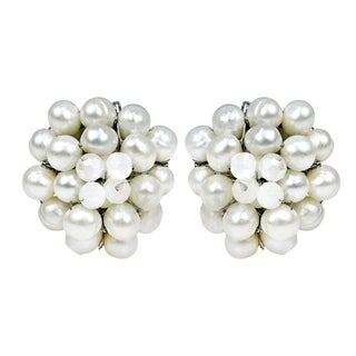 Handmade White Elegance Freshwater Pearl Chrysanthemum Clip On Earrings (Thailand)