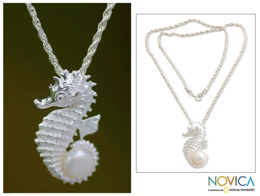 Silver 'Sea Horse Treasure' Pearl Necklace (10 mm) (Indonesia)