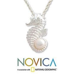 Handmade Silver 'Sea Horse Treasure' Pearl Necklace (10 mm) (Indonesia) - Thumbnail 2