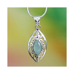 Handmade Sterling Silver 'Mumbai Sky' Chalcedony Necklace (India)