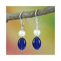 Sterling Silver 'Kisses' Chalcedony and Pearl Earrings (7 mm) (India)