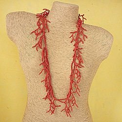 Handcrafted Coral 'Red Warmth' Necklace (Thailand)