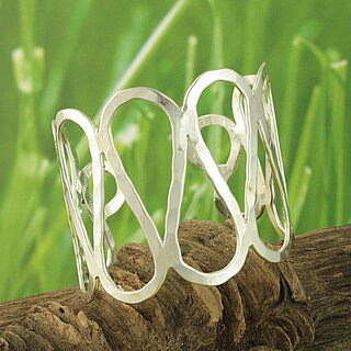 Handmade Hammered Silvertone 'Curvy Path' Cuff Bracelet (India)