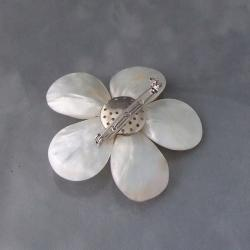Handmade White Plumeria Mother of Pearl-Freshwater Pearl Floral Pin-Brooch (Thailand) - Thumbnail 1