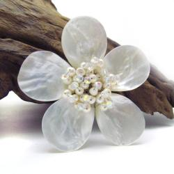 Handmade White Plumeria Mother of Pearl-Freshwater Pearl Floral Pin-Brooch (Thailand) - Thumbnail 2