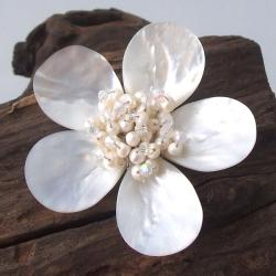 Handmade White Plumeria Mother of Pearl-Freshwater Pearl Floral Pin-Brooch (Thailand)