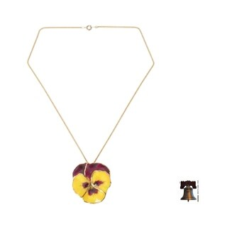 Handmade Natural Flower 'Pretty Pansy' Gold Overlay Necklace (Thailand)