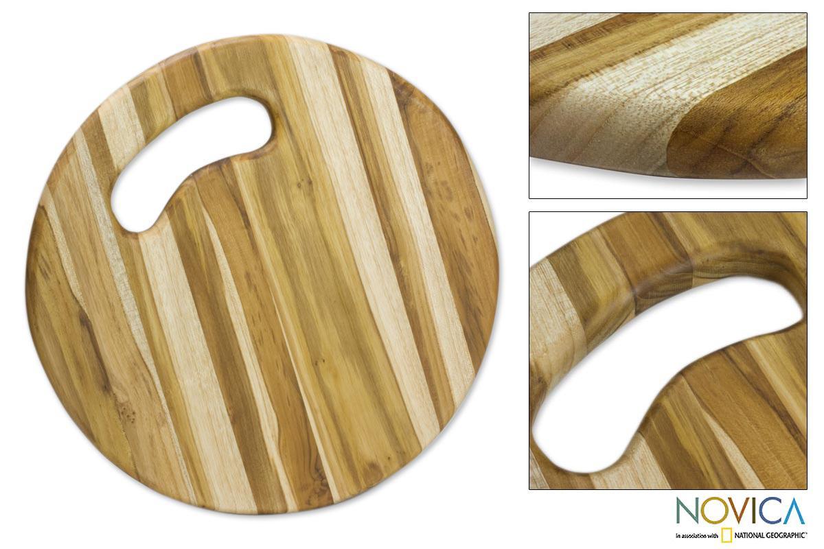 Handcrafted Teakwood 'Circle of Life' Cutting Board (Guatemala)