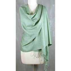 Handmade Wool and Silk Blend 'Extravagant Mint' Shawl (India)