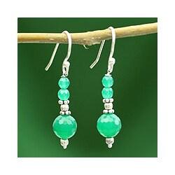 Handmade Sterling Silver 'Green Dreams' Onyx Earrings (India)