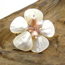 Handmade Mother of Pearl-Pink Pearl Sweet Daisy Adjustable Ring (Thailand)