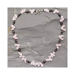 Handmade Sterling Silver 'Love Song' Garnet and Rose Quartz Necklace (India)