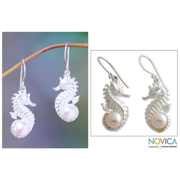 Handmade Sterling Silver 'Sea Horse Treasure' Pearl Earrings (8 mm) (Indonesia)