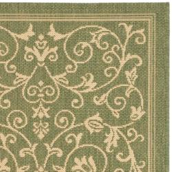 Safavieh Resorts Scrollwork Olive Green/ Natural Indoor/ Outdoor Rug (2' x 3'7) - Thumbnail 1