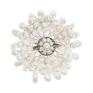 Handmade White Chrysanthemum Freshwater White Pearl Floral Pin/Brooch (Thailand)