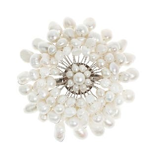 Handmade White Chrysanthemum Freshwater White Pearl Floral Pin/Brooch (Thailand) https://ak1.ostkcdn.com/images/products/6680203/P14236138.jpg?impolicy=medium